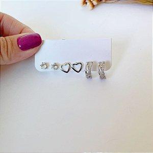Kit de brincos pequenos argolinha cravejada, coração liso e ponto de luz prata