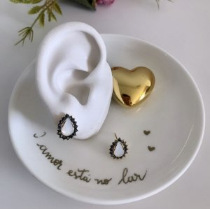 Brinco Mini Pétalas White Dourado