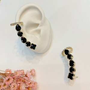 ear cuff com piercing fake preto dourado