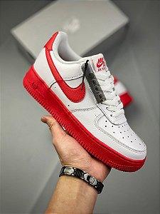 Tênis Nike Air Force 1 Low Branco e Vermelho