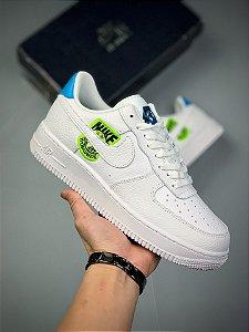 Tênis Nike Air Force 1 '07 Worldwide Branco, Azul e Verde
