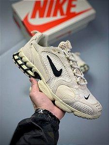 Tênis Nike x Stüssy Air Zoom Spiridon Cage 2 - Fóssil