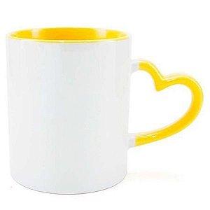 Caneca Cerâmica Branca Com Alça de Coração e Interior em Amarelo 325ml Resinada P/ Sublimação (2946) - 01 Unidade