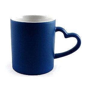Caneca Cerâmica Mágica Azul C/Alça de Coração 325ml Resinada P/ Sublimação (B097) - 36 Unidades (Caixa Fechada)