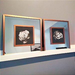 ENVIO IMEDIATO - Conjunto com 02 quadros decorativos Rosas com espelho 40x40cm (LxA) Moldura Rose Gold sobreposta