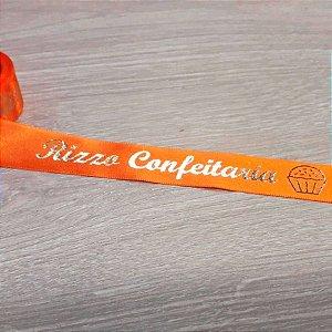 Fita de Cetim Personalizada Brigadeiro Gourmet 22mm x 50 metros - Laranja com Impressão Dourada - Rizzo Confeitaria