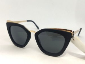 Óculos Gatinho Geométrico Preto com detalhes Dourados Pin Up Retrô