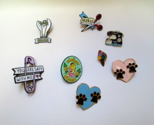 Broches Pins Bottons de Metal Vários Desenhos