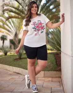 Blusa Plus Size Estampa e Bordado