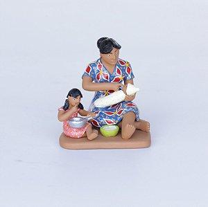 Mãe Alimentando seus filhos 01