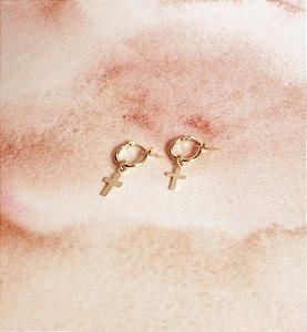 Argolinhas Com Mini Cruz Liso Prata 925 com Banho de Ouro