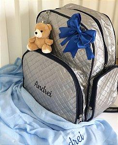 Bolsa Mochila Maternidade Multifunção em Alkobag Metalizado Cinza com Azul