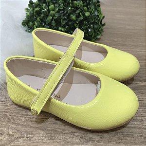 Sapato infantil boneca verniz amarelo Xuá Xuá