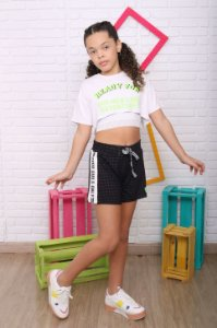 Cropped teen Fashion Girl ready for branco