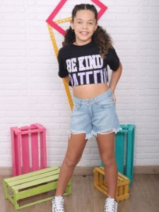 T-shirt croppred teen Be kind preta tumblr