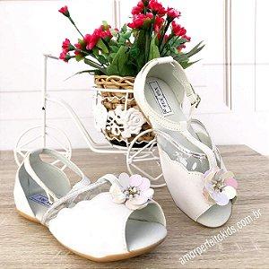Sandália infantil branca peep toe com flor tamanho 20