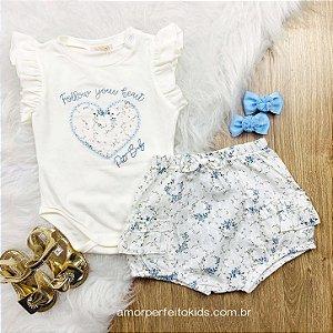 Conjunto de bebê menina Petit Cherie verão body e shorts florzinha off white Tam G