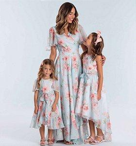 Vestido de festa infantil Petit Cherie floral azul e rosa tal mãe tal filha