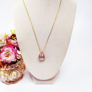 Colar folheado dourado gota cravejada rosa