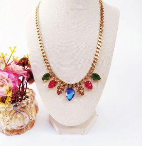 Maxi colar folheado dourado gotas multi colors cravejadas