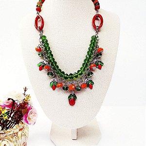 Maxi colar corrente níquel cristais verdes com tons e pingentes laranja