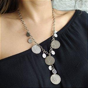 Colar gravata com moedas prata