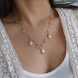 Colar folheado dourado com cristal e pequenas gotas arabesco