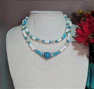 Mix choker pequena e média rodelas brancas com azuis intercalado com cristais e pérolas