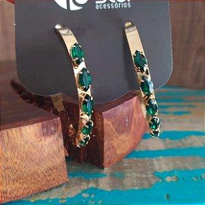 Brinco argola dourada folheada cravada navetes verdes