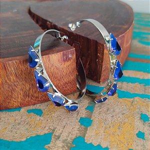 Brinco argola prata folheada cravada gotas azul