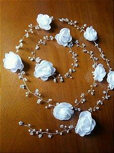 Fio para cabelo de noiva folheado a prata com flores , pérolas brancos