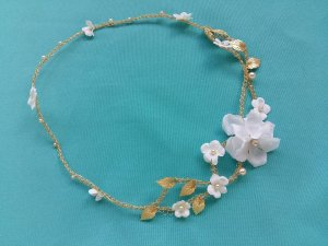 Headband ou tiara de noiva em pérolas flores dourada