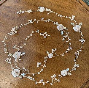Fio para cabelo de noiva folheado a prata cristais strass  flores de porcelana fria