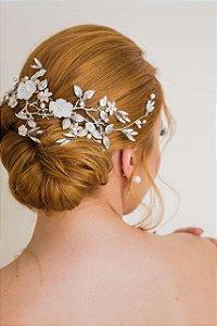 Arranjo para cabelo de noiva em flores de madrepérolas
