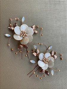 Duo de grampos para noivas madrepérolas banho de ouro rosé