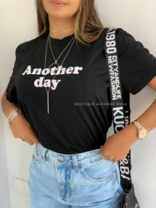 T-shirt Another Day Preta