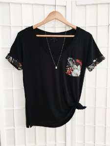 T-SHIRT FULÔ - Bolso floral preta