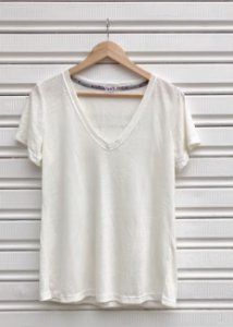 CAMISETA MARTINA DECOTE V OFF WHITE