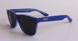 Óculos de Sol clássico Dani - Azul com lente preta