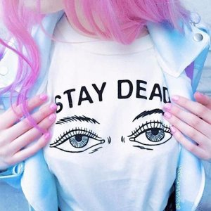 Camiseta STAY DEAD