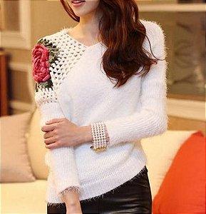 Blusa Pelinhos Branca com Detalha em Crochê
