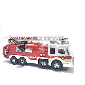 Carro bate e volta caminhão de bombeiro