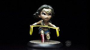 Q-FIG DC Justice League: Wonder Woman com laço