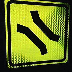 Placas de Sinalização de Trânsito Refletivas - Advertência