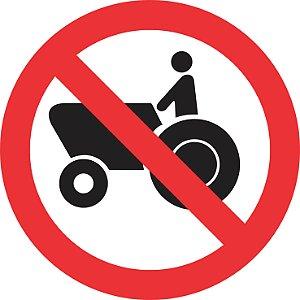 Placa de Regulamentação - R-13 - Proibido Trânsito de Tratores