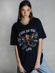 Camiseta Boyfriend Trust No One Preto