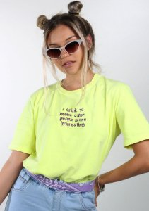 Camiseta Drink To Make Bordada Amarelo Neon