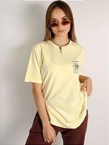 Camiseta Basic Remember To Breathe Amarela Estonada