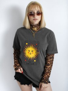 Camiseta Basic The Sun Chumbo Estonada