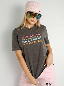 Camiseta Basic Fuck Racism Chumbo